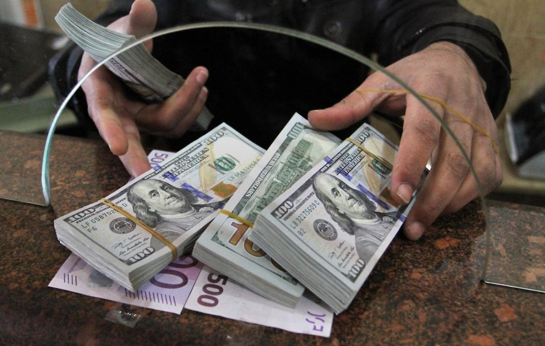 الدولار الامريكي.