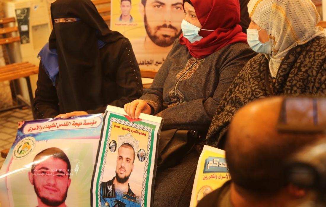 اعتصام اهالى الاسرى امام مقر الصليب الاحمر بغزة (4).JPG