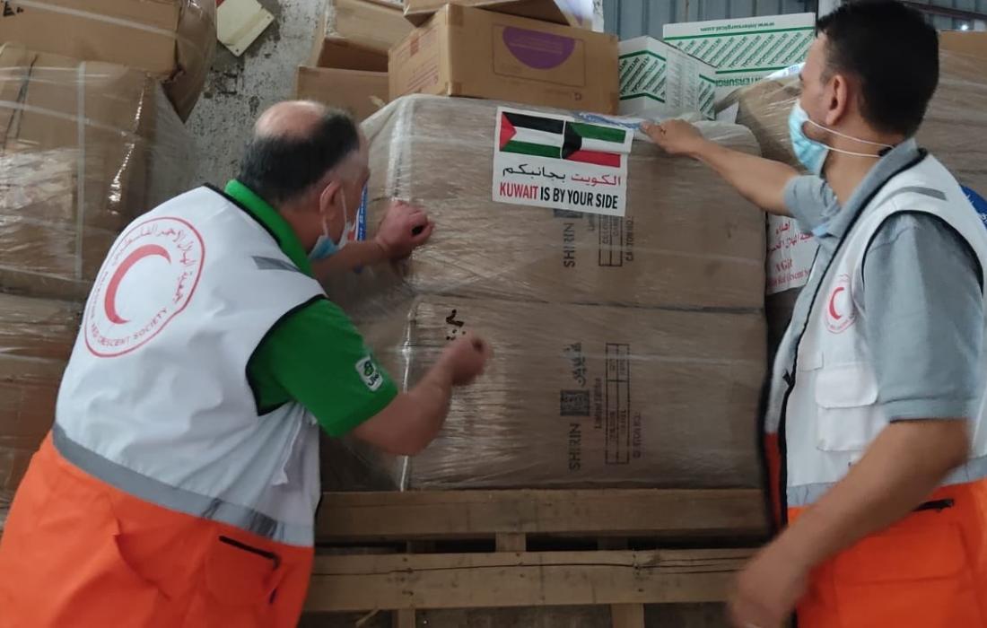 الهلال الأحمر بغزة تستلم مساعدات إنسانية من الكويت