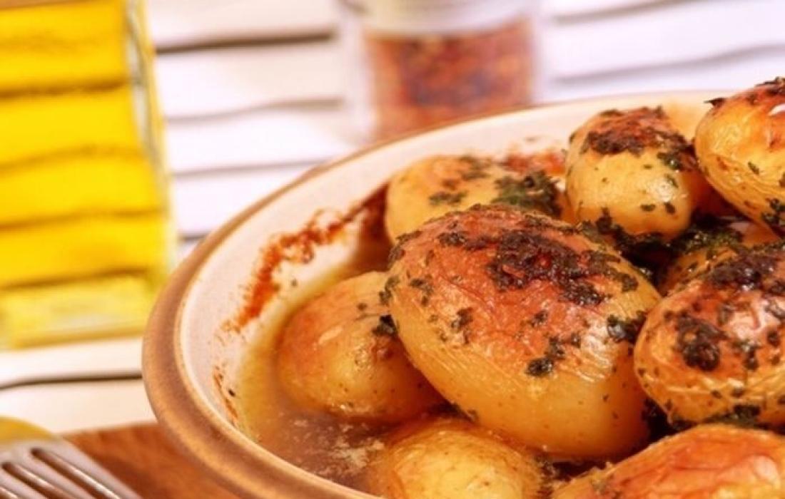 البطاطا الفتية الطازجة