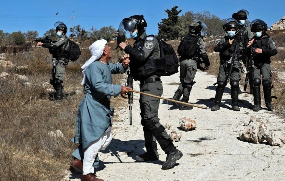 قوات الاحتلال تعتدي على المواطنين (ارشيف)