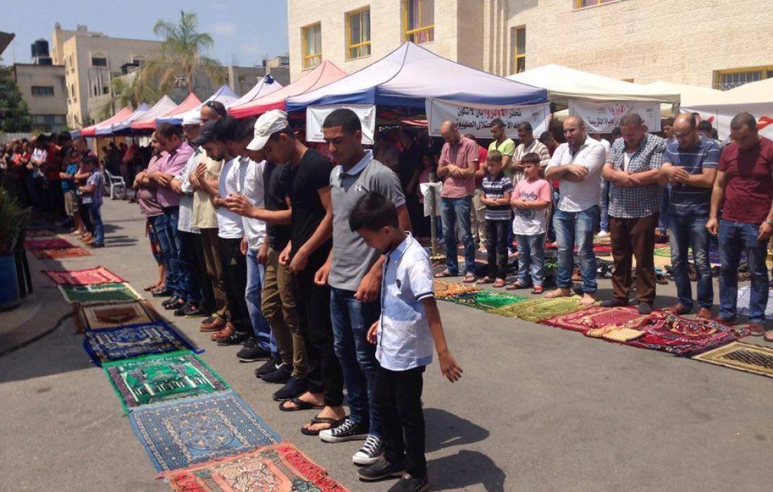 صلاة الجمعة في مستشفى الوكالة في قلقيلية