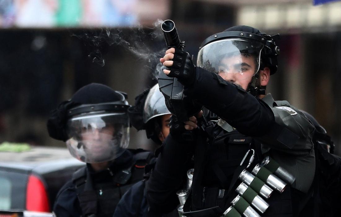 قوات الاحتلال تعتدي على المواطنين - ارشيفية