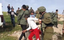 قوات الاحتلال يستدعي طفلا في الخليل
