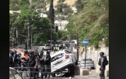 مستوطن يحاول  دهس المرابطين قرب باب العامود.JPG