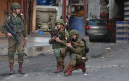 قوات الاحتلال تطلق النار على الشبان في الخليل
