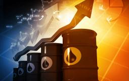 ارتفاع سعر الدولار والنفط عالميًا وتراجع الذهب