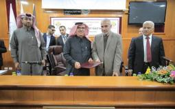السفير محمد العمادي خلال زيارته للجامعة الاسلامية