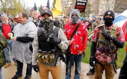 امريكيون يشترون الاسلحة النارية