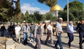 """عشرات المستوطنين """"الإسرائيليون"""" يقتحمون باحات الأقصى وسط جولات استفزازية"""