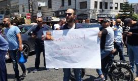 متظاهرون ينددون بجريمة قتل المعارض نزار بنات ويطالبون بفتح تحقيقات محايدة لمحاسبة القتلة