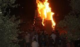 مستوطنون يشعلون النار في المحاصيل الزراعية للفلسطينيين.jpg