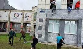 لحظة هروب الطلاب من جامعة بيرم الروسية بعد هجوم مسلح