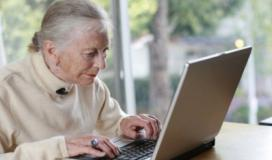 دراسة تكشف: استخدام الإنترنت يساعد المسنين في الحفاظ على مقدراتهم المعرفية