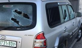 مستوطنون يحطمون سيارات المواطنين