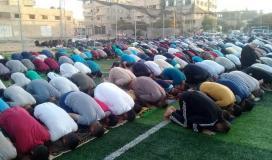 آلاف المواطنين يؤدون صلاة العيد بدعوة من الجهاد . (41353729) 