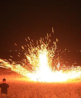 بالصور :تواصل فعاليات الارباك الليلى لليوم الثانى على التوالى شرق مخيم العودة ملكة
