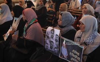 بالصوراعتصام اهالى الأسرى الأسبوعي أمام مقر الصليب الأحمر بغزة