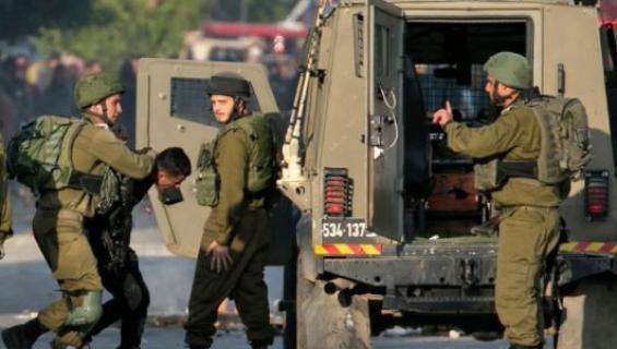 قوات الاحتلال تعتقل عشرات المواطنين في الضفة وتقتحم قرى في نابلس