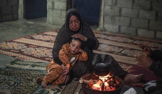 ليالي الشتاء تقسو على فقراء غزة