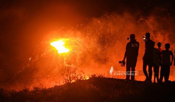 بالصور:الشباب الثائر يواصل فعاليات الارباك الليلي قرب موقع ملكة شرق قطاع غزة