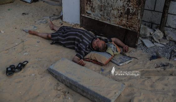 موجة الحر تظهر عمق الأزمة الإنسانية بغزة